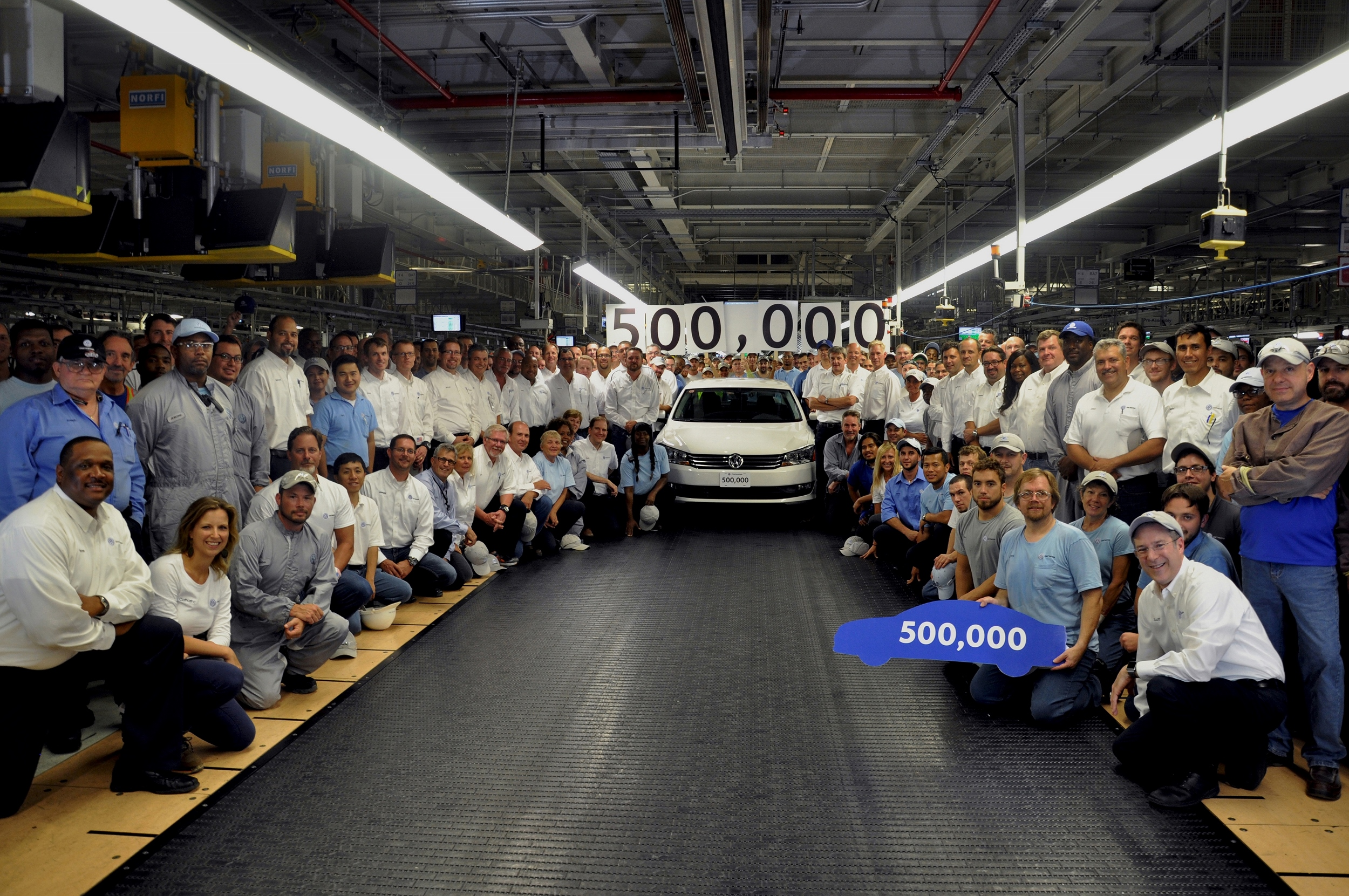 volkswagen_chattanooga_builds_500000th_passat_5081_OK